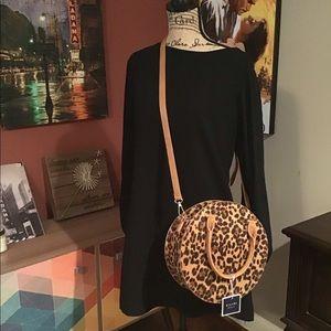 NWT Kaari Blue leopard print Canteen purse